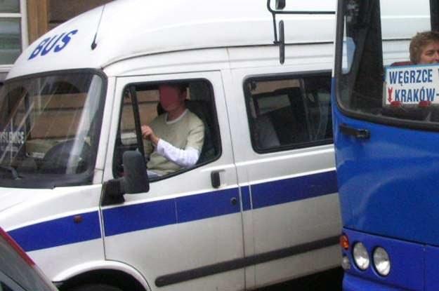 W busach pojawili się tajniacy /INTERIA.PL