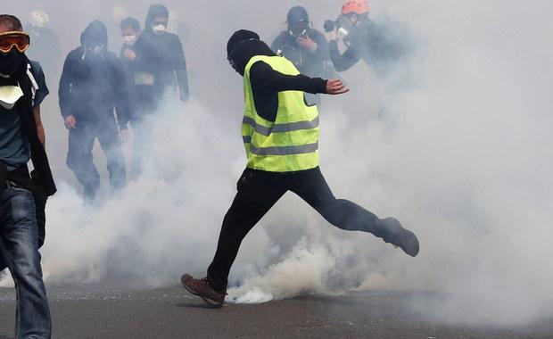 """W całej Francji demonstrowało około 10 tys. """"żółtych kamizelek"""""""