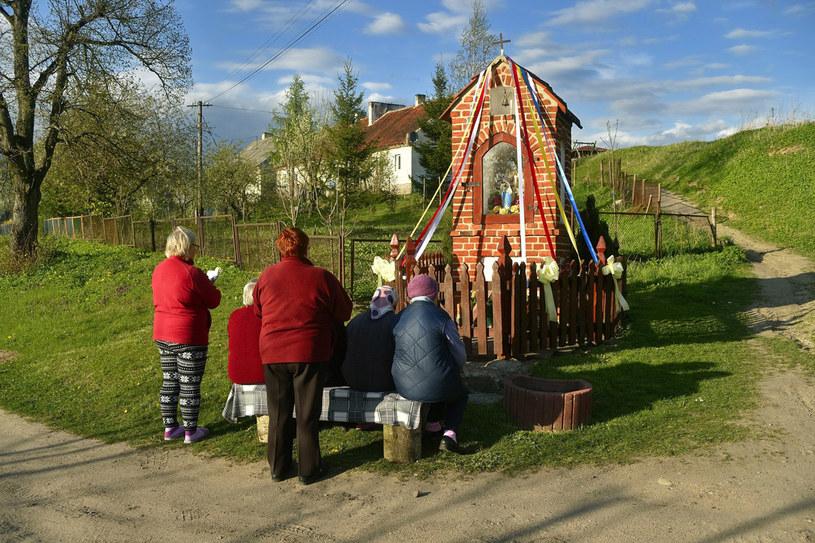 W całej Polsce odmawiano Litanię Loretańską i śpiewano pieśni maryjne /Piotr Płaczkowski /Reporter
