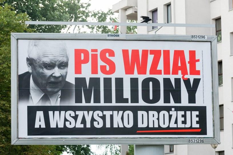 """W całym kraju takich plakatów jest blisko 2 tysiące - ustalił """"Rz"""" /Artur Zawadzki /Reporter"""