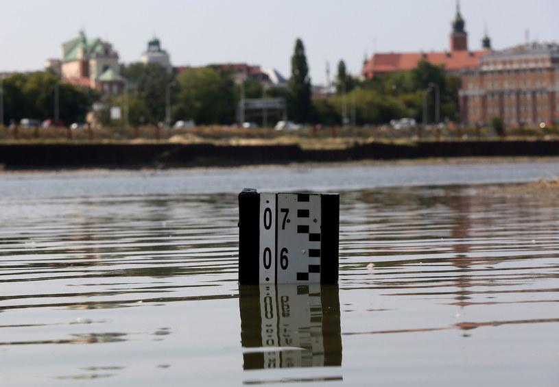 W całym kraju utrzymuje się niski poziom wody w rzekach. /Tomasz Gzell /PAP