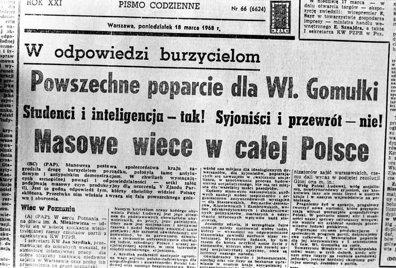 W całym kraju w zakładach pracy organizowane były tzw. masówki popierające władze i potępiające wystąpienia młodzieży /Zbigniew Garwacki /Fotonova
