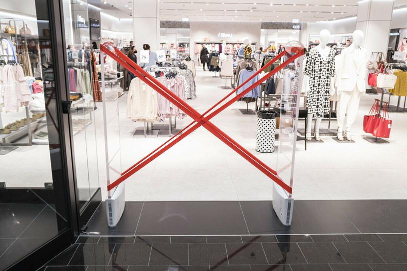 W centrach handlowych mogą działać jedynie wybrane przedsiębiorstwa /Marek Berezowski /Reporter