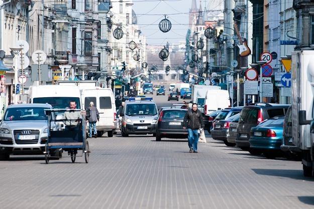 W centrach miast pojawia się coraz więcej zakazów ruchu / Fot. Łukasz Szeląg /Reporter