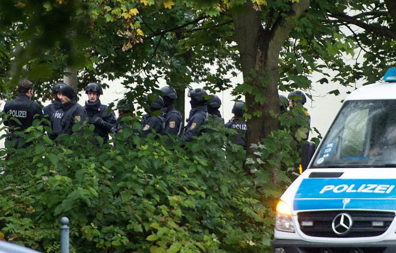 """W Chemnitz policja znalazła kilkaset gramów """"bardzo wybuchowej"""" substancji /AFP"""