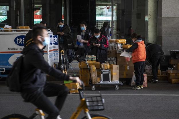 W Chinach powoli życie wraca do normalności /WU HONG /PAP/EPA