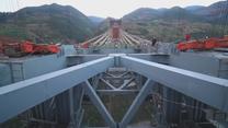 W Chinach powstaje najdłuższy łukowy most kolejowy na świecie. Ma 1024 metry długości