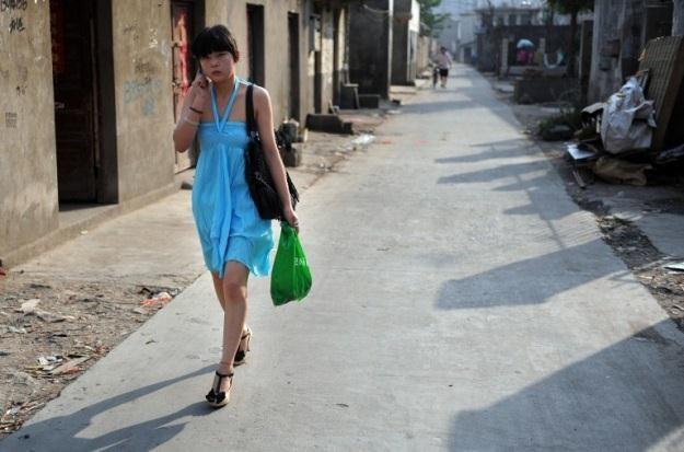 W Chinach telefon komórkowy ma już ponad 1 miliard osób /AFP