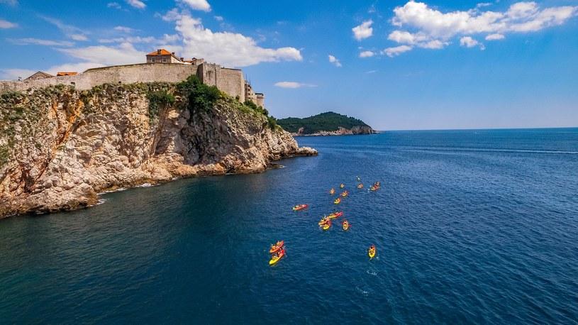 W Chorwacji jest mnóstwo miejsc, które możemy podziwiać z perspektywy kajaków /Ivo Biočina / Chorwacka Wspólnota Turystyczna  /materiały prasowe