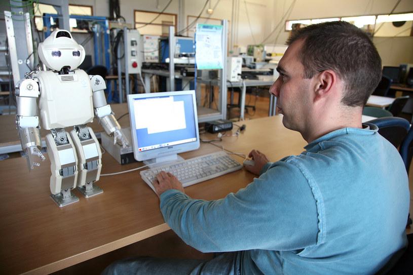 W ciągu 10-20 lat roboty nowej generacji mogą odebrać człowiekowi pracę na wielu stanowiskach. /AFP