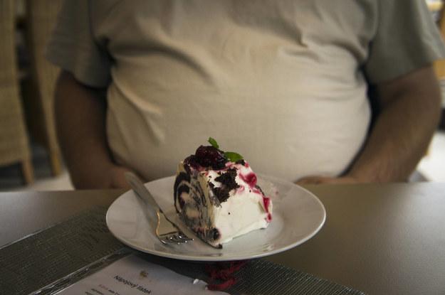 W ciągu 30 lat liczba dorosłych otyłych lub z nadwagą wzrosła / Sojka Libor    /PAP/EPA