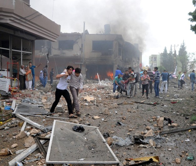 w ciągu dwuletniego konfliktu w Syrii zginęło co najmniej 94 tys. osób /CEM GENCO/ANADOLU AGENCY /PAP/EPA