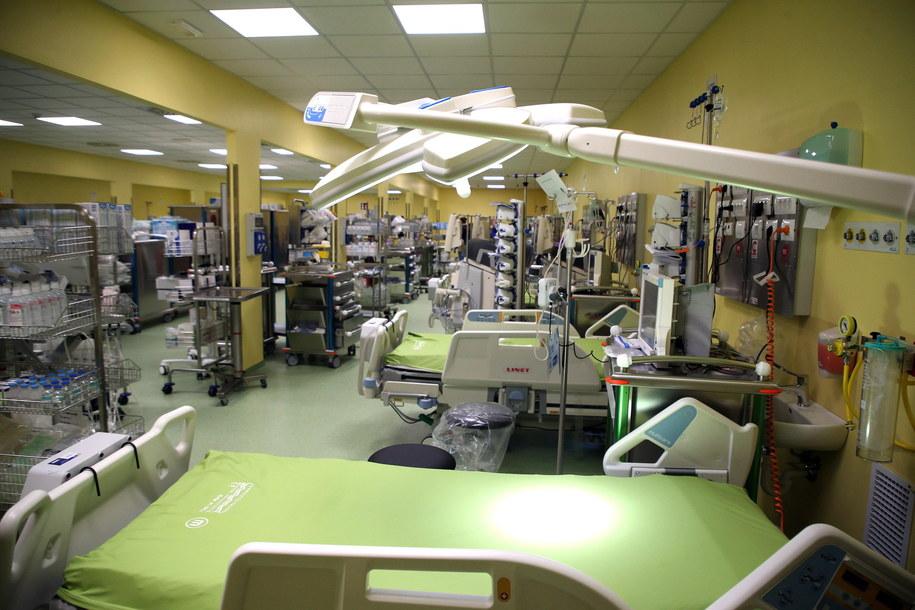W ciągu ośmiu dni powstał w pełni wyposażony oddział z 14 łóżkami /MATTEO BAZZI    /PAP/EPA