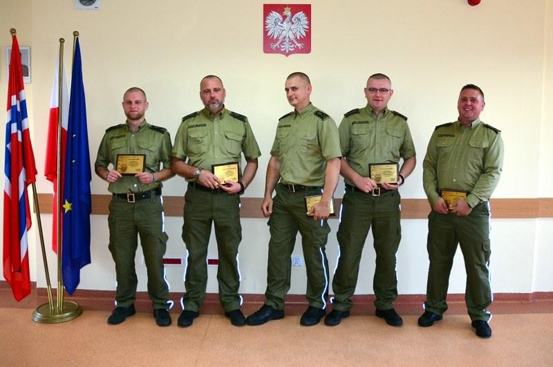 W ciągu zaledwie czterech dni, po godzinach pracy, odmienili dwa pokoje, kuchnię i korytarz. /Warmińsko-Mazurski Oddział Straży Granicznej /Straż Graniczna