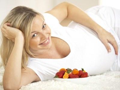 W ciąży powinnaś jeść jak najwięcej produktów bogatych w błonnik np. owoców i warzyw  /© Panthermedia