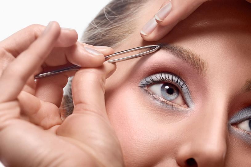W codziennym makijażu często zapominamy o brwiach /123RF/PICSEL