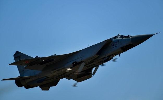 W ćwiczeniach uczestniczyły ciężkie myśliwce przechwytujące MiG-31BM, które Rosja rozmieszcza w Arktyce / ITAR-TASS    /PAP