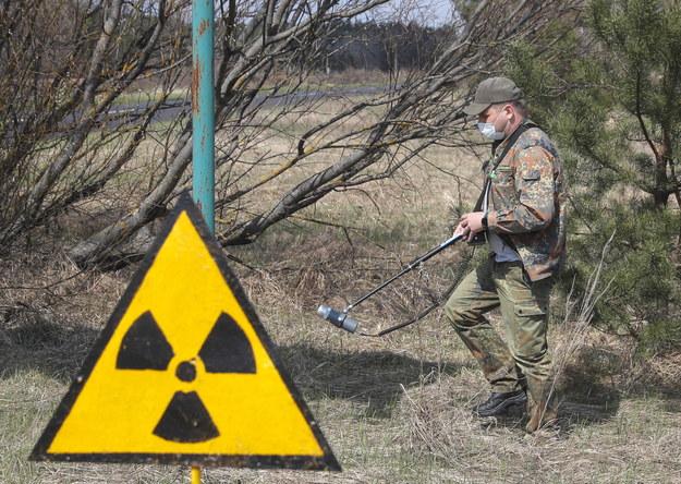 W Czarnobylu i okolicach nada mieszka około 200 osób. Do tego miejsca coraz chętniej przyjeżdżają także turyści /SERGEY DOLZHENKO /PAP/EPA