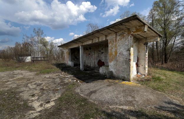 W Czarnobylu nadal znajdują się pozostałości domów, z których kiedyś musieli uciekać mieszkańcy miasta /SERGEY DOLZHENKO /PAP/EPA