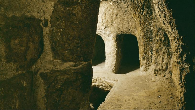 W czasach Chrystusa pochówki w wykutych wmiękkiej, wulkanicznej skale grotach były świadectwem statusu zmarłego. /East News