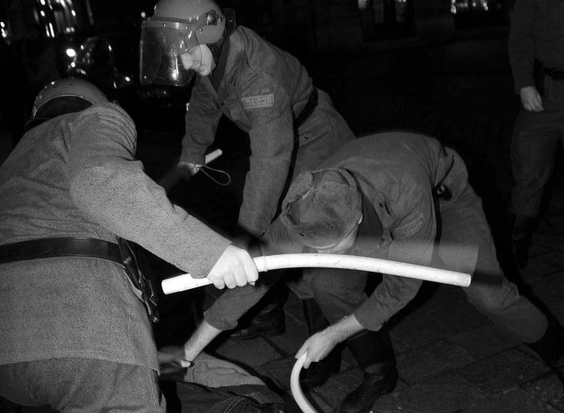 W czasie akcji funkcjonariusze milicji pobili ponad 80 internowanych. Blisko połowa z nich odniosła ciężkie obrażenia, których konsekwencją niejednokrotnie było kalectwo (zdjęcie ilustracyjne) /M. Lasyk /Reporter