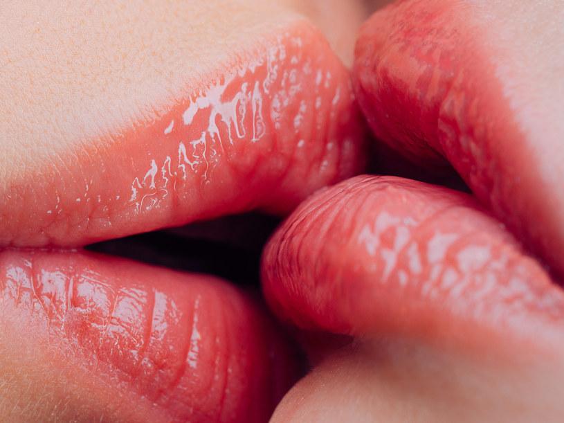 W czasie pocałunku dochodzi do wymiany bakterii /123RF/PICSEL
