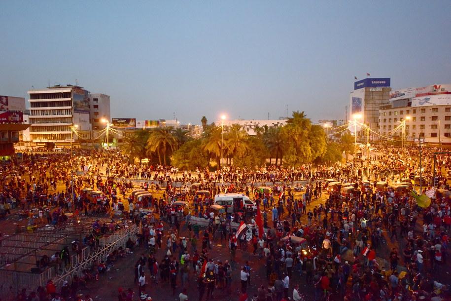 W czasie protestów w Iraku zginęło wiele osób /MURTAJA LATEEF /PAP/EPA
