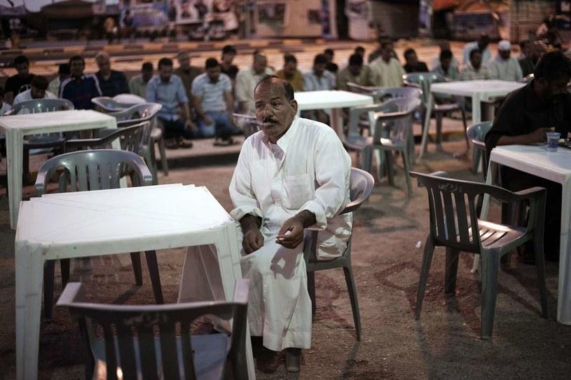 W czasie ramadanu muzułmanie nie mogą jeść, pić, palić ani uprawiać seksu od świtu do zmierzchu /AFP