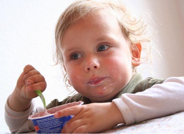 W czasie rekonwalescencji nie pozwalaj malcowi jeść słodyczy /© Panthermedia