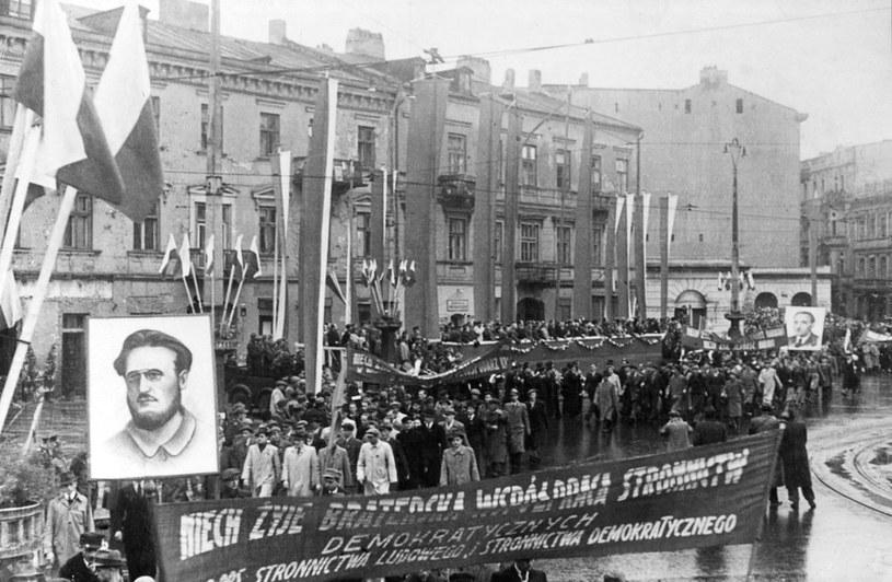 W czasie rządów komunistów Święto Niepodległości szybko zostało pokonane przez konkurencję /East News