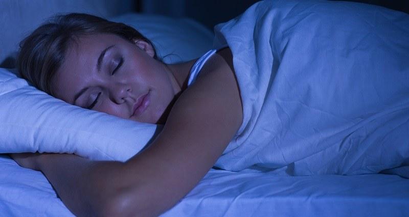 W czasie snu nasz organizm pracuje na specyficznych obrotach /123/RF PICSEL