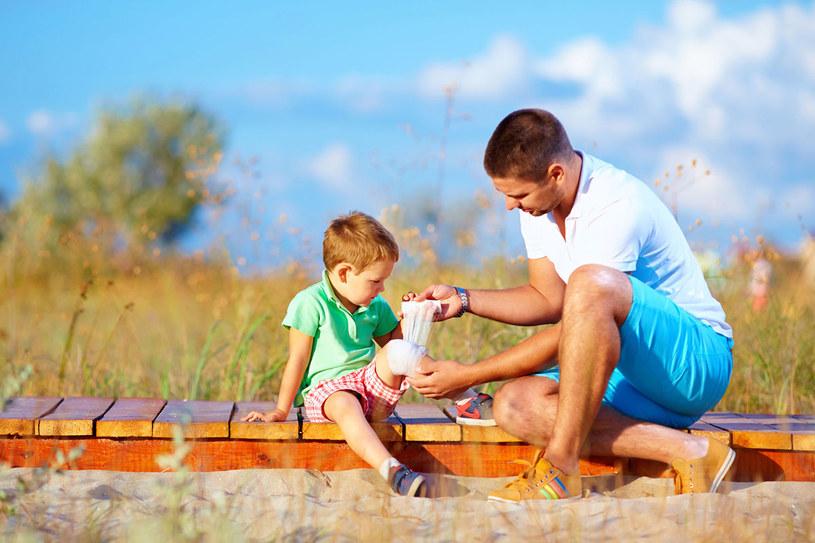 W czasie wakacji to dzieci doznają najwięcej urazów /123RF/PICSEL