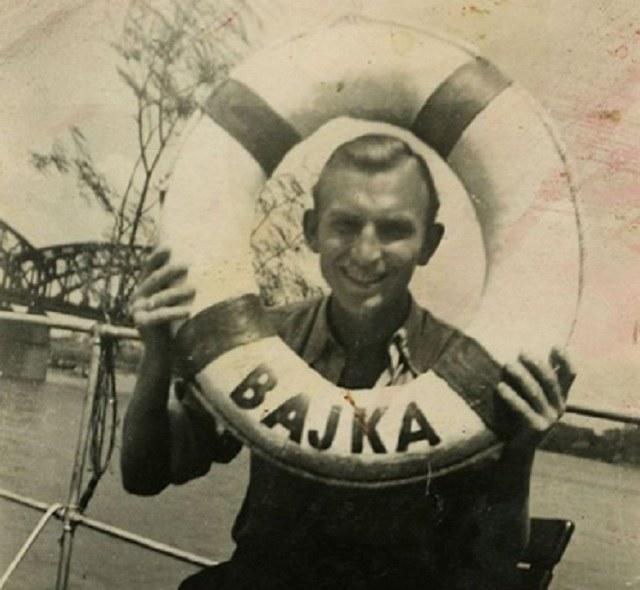 """W czasie wojny """"Bajka"""" nadal pływała po Wiśle. Zdjęcie z lat 40. /zbiory Henryka Matulki / Archiwum Historii Mówionej Domu Spotkań z Historią i Ośrodka Karta /INTERIA.PL/materiały prasowe"""