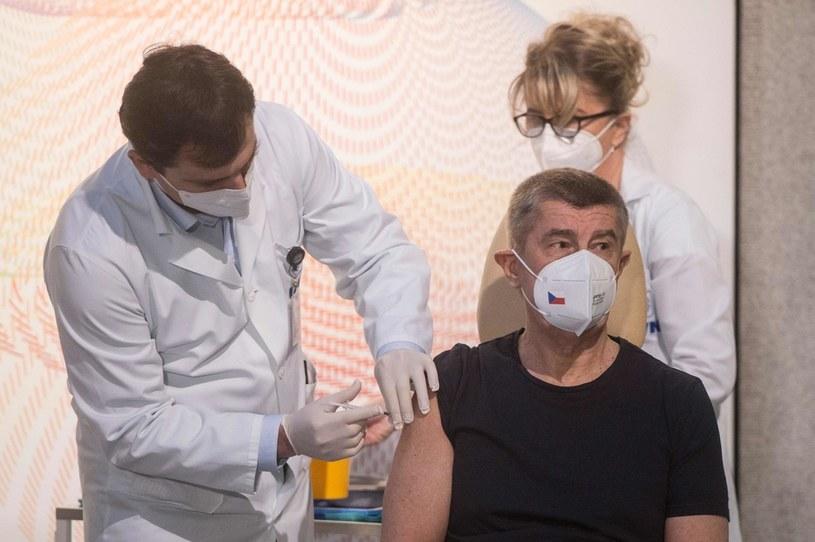 W Czechach jako pierwszy zaszczepił się premier Andrej Babiš. /MICHAL CIZEK /AFP