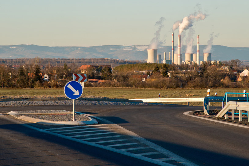 W Czechach w górę opłaty za zanieczyszczenie, hałas i myto dla przewoźników. Nz. skrzyżowanie koło elektrowni Počerady /123RF/PICSEL