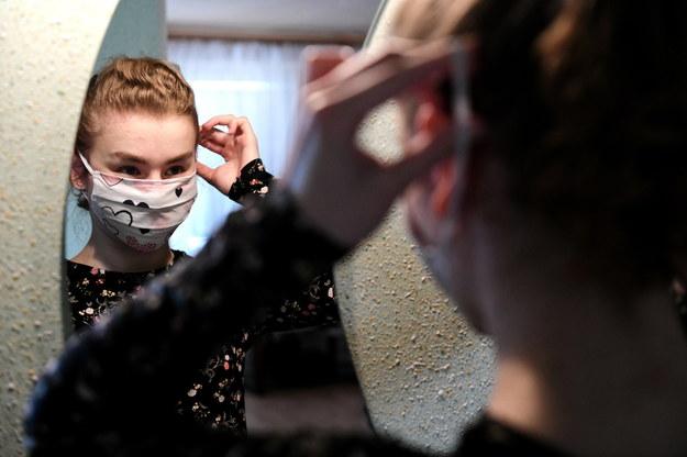 W czwartek, 16 bm. wchodzi obowiązek zakrywania ust i nosa w przestrzeni publicznej /Darek Delmanowicz /PAP