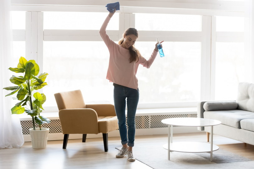 W czystym mieszkaniu żyje się zdecydowanie przyjemniej /123RF/PICSEL