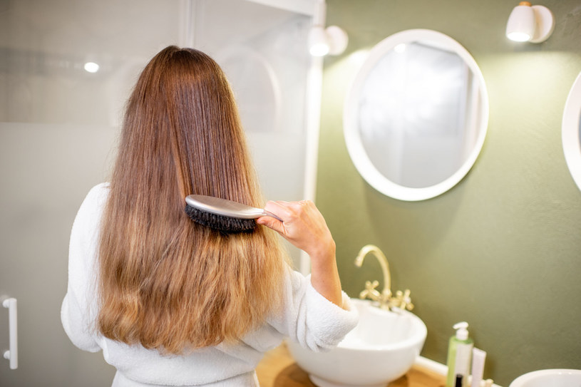 W dbaniu o włosy najważniejsza jest regularność /123RF/PICSEL