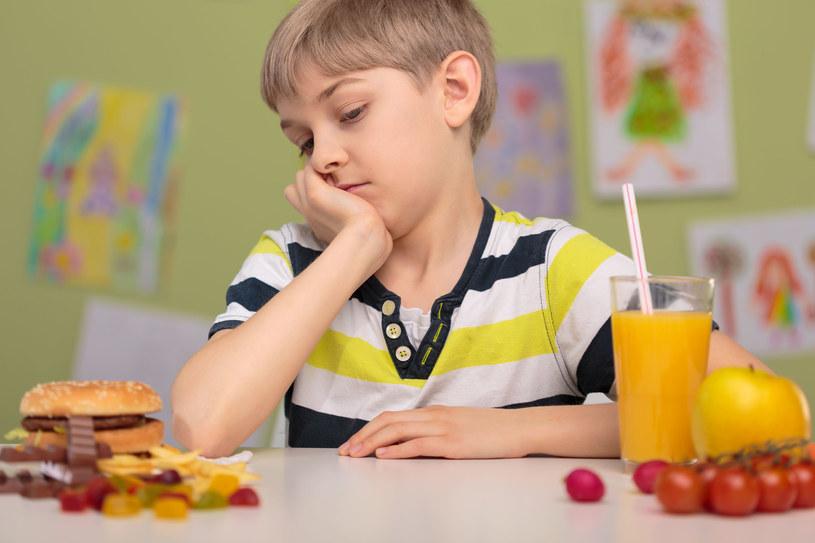 W diecie dzieci dominuje cukier i żywność wysokoprzetworzona /123RF/PICSEL