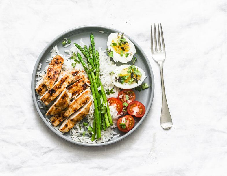 W diecie lekkostrawnej dopuszczalne są między innymi jajka /123RF/PICSEL