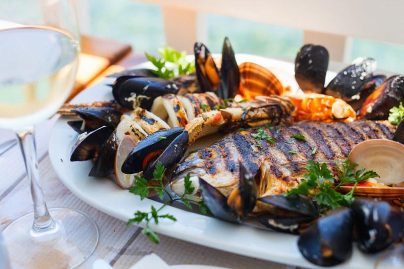 W diecie SCD wskazane są ryby i owoce morza /123RF/PICSEL