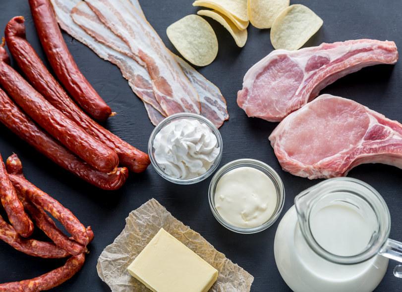 W diecie współczesnego człowieka jest zdecydowanie zbyt wiele tłuszczów nasyconych /123RF/PICSEL