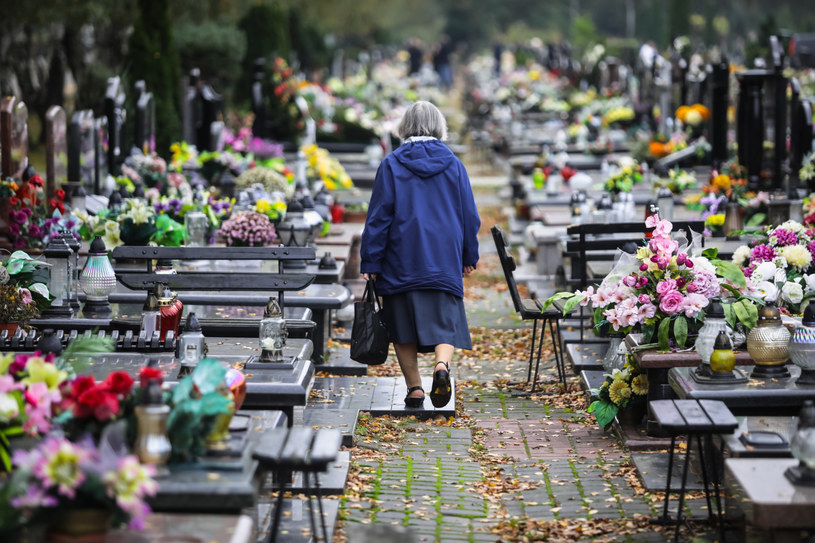 W dniach 31 października - 2 listopada cmentarze będą zamknięte /Adam Burakowski /Reporter