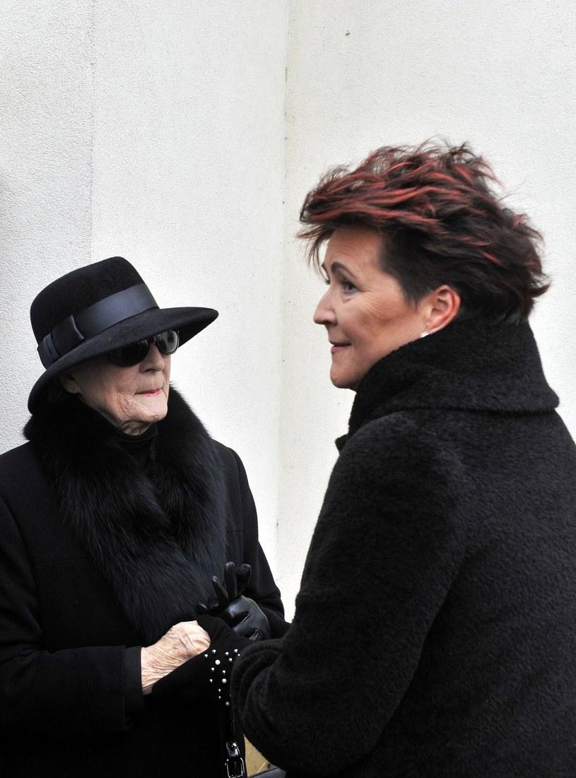 W dniu pogrzebu panią Irenę wspierała m.in. Jolanta Kwaśniewska /Mieczysław Włodarski /Reporter