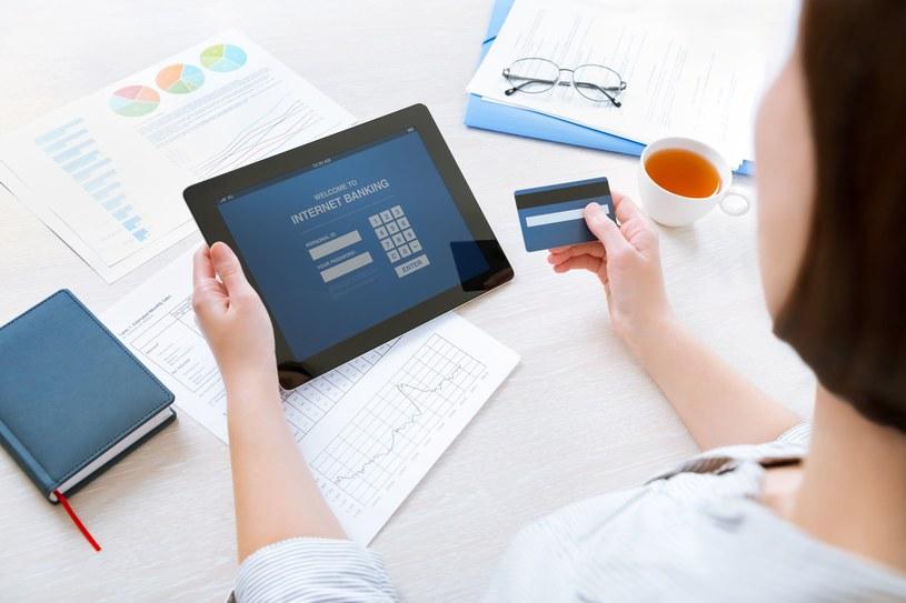 W dobie szybkiego rozwoju technologii masz większe możliwości kontroli swojego stanu konta /123RF/PICSEL