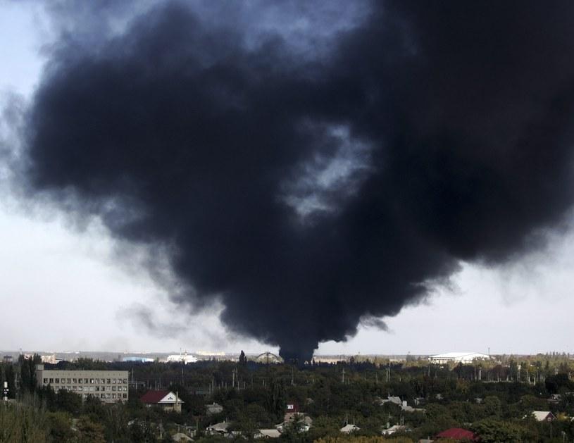 W Doniecku wciąż niespokojnie. Kłęby dymu unoszą się nad lotniskiem /PAP/EPA