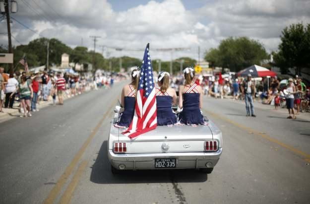 W drodze na paradę z okazji Dnia Niepodległości w USA /AFP