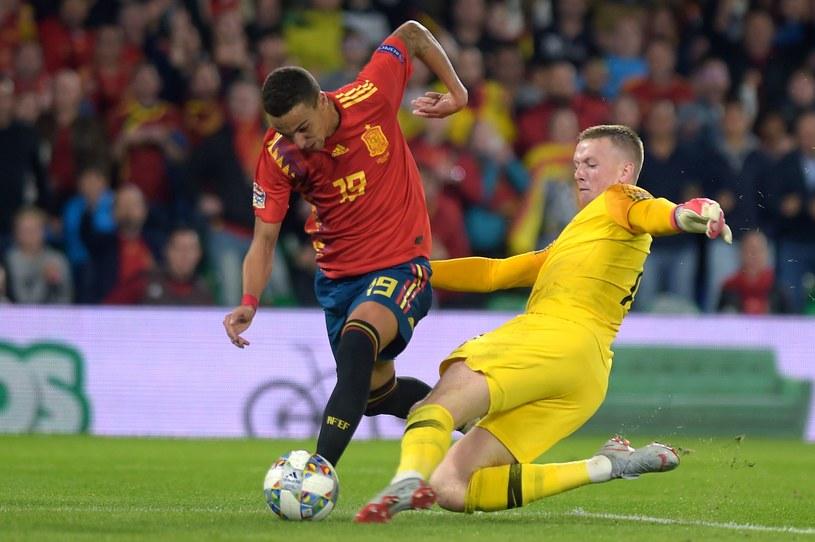 W drugiej fazie akcji Jordan Pickford wybił piłkę spod nóg Rodrigo /AFP