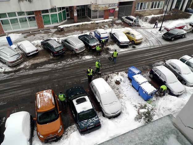 W dużych miastach są spore problemy z parkowaniem. Fot. WOJTEK LASKI /East News