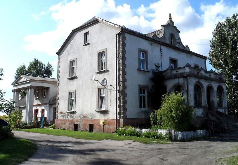 W dworze w Wielowsi wysłannik Kunstschutzkommision natrafił na wiele bezwartościowych obrazów /Leszek Adamczewski /Odkrywca